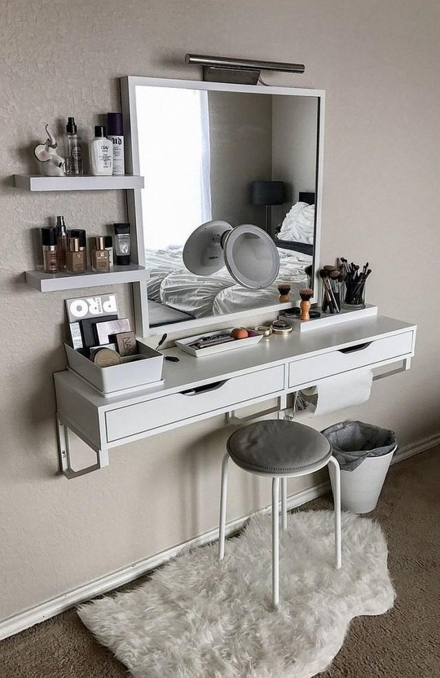 Viền kim loại bắt sáng tạo vẻ đẹp sinh động cho không gian nhỏ.