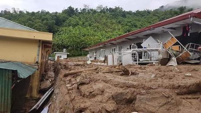 Ông Mai Xuân Giang, Trưởng phòng Giáo dục và Đào tạo huyện Mường Lát cho hay, mưa lũ làm hỏng hoàn toàn nhiều trường học trong đó nặng nhất là các điểm trường ở xã Tam Chung, Trung Lý và Pù Nhi.