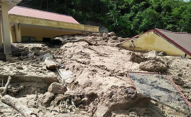 Để khắc phục, Phòng Giáo dục huyện Mường Lát đang xây dựng phương án cho phép các đơn vị trực thuộc tổ chức khai giảng năm học mới gộp ba cấp học (mầm non, tiểu học và THCS) tại một điểm trường chính có cơ sở vật chất bị thiệt hại nhẹ nhất.