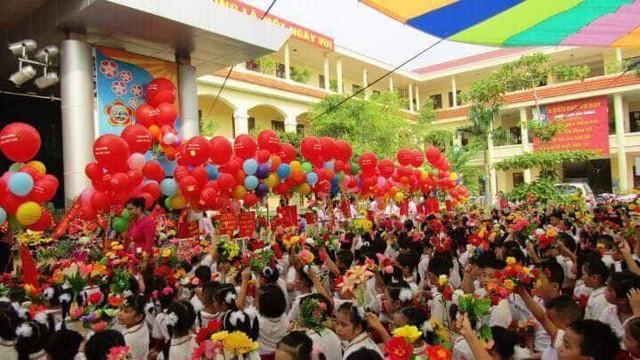 Trường Tiểu học Lê Hồng Phong (quận Ngô Quyền) rực rỡ cờ hoa và niềm vui tới trường của các bé