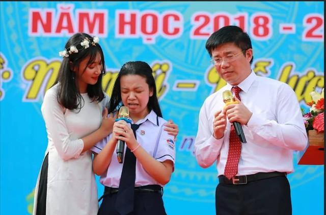 Thầy hiệu trưởng Nguyễn Minh Quý và cô học trò khiếm thị