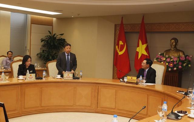 Ông Nghiêm Phú Hoàn, thành viên hội đồng thành viên VNPT phát biểu tại hội nghị.