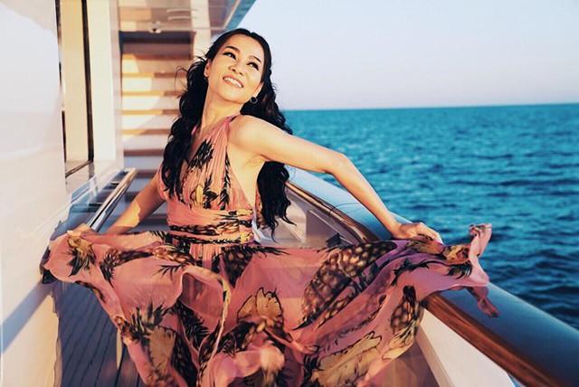 Hình ảnh của ca sĩ Thu Minh trong một MV được quảng cáo rầm rộ