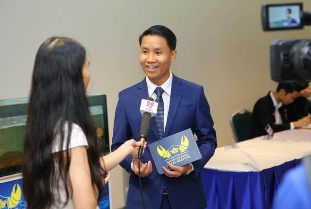 Ông Trần Văn Trường – Giám đốc công ty Hải Sản Hoàng Gia chia sẻ định hướng mang những loại hải sản chất lượng đế vương về phục vụ người tiêu dùng Việt với phóng viên, báo chí.