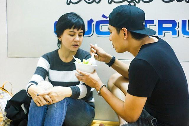 Kiều Minh Tuấn chăm sóc Cát Phượng từ miếng ăn