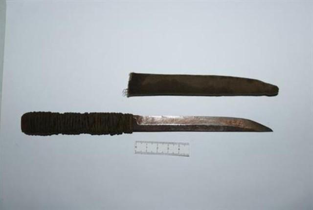 Con dao thu giữ được trên người Hoan được xác định là hung khí gây án. Ảnh: Cơ quan Công an cung cấp