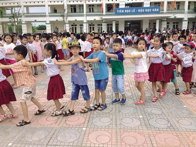 Năm học 2018 – 2019, Hà Nội tiếp tục áp dụng xét tuyển trực tuyến và trực tiếp vào mầm non 5 tuổi, lớp 1 và lớp 6. Ảnh minh họa: Q.Anh