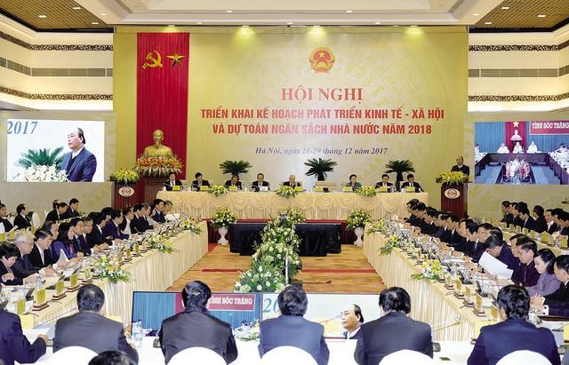 Quang cảnh Hội nghị trực tuyến triển khai kế hoạch phát triển KT-XH và dự toán ngân sách nhà nước năm 2018 tại điểm cầu Hà Nội. Ảnh: CP