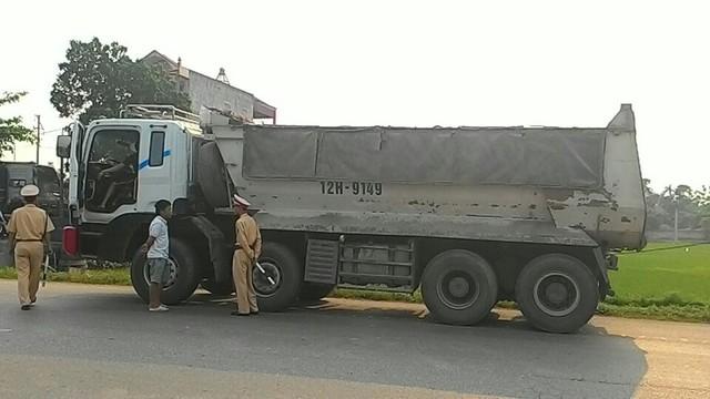 Nhiều phương tiện quá tải, quá khổ đã bị lực lượng CSGT Bắc Giang xử phạt trong năm 2017