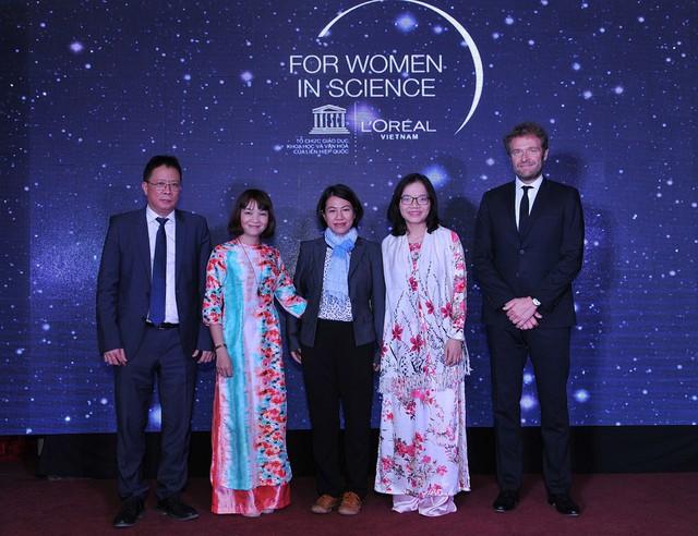 3 nhà khoa học nữ trẻ được nhận học bổng nghiên cứu khoa học năm 2017