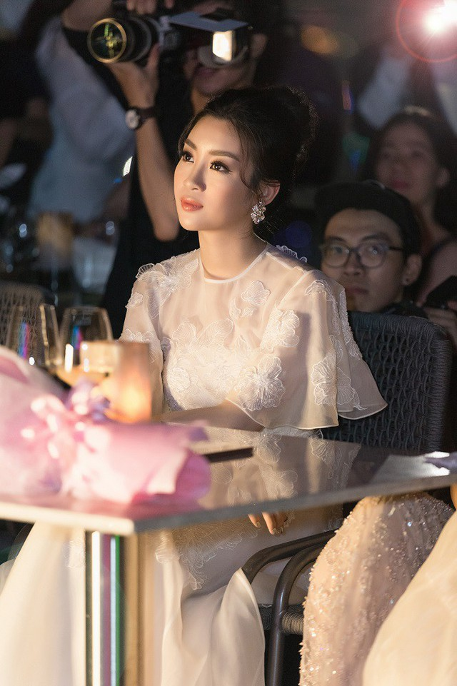 Vẻ đẹp thu hút của đương kim Hoa hậu Việt Nam