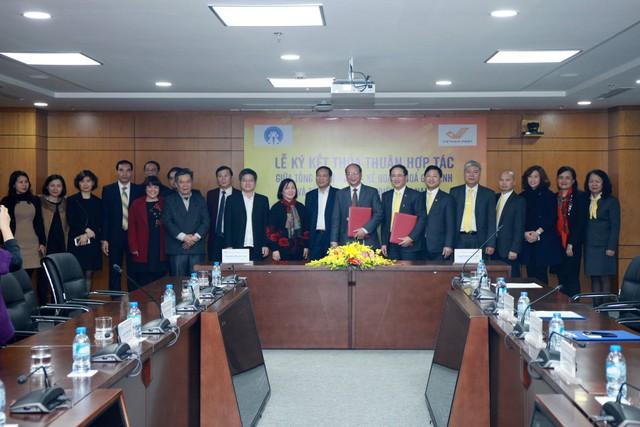 Lễ ký kết hợp tác ngày 18/1 giữa Tổng cục DS-KHHGĐ và Tổng công ty Bưu điện Việt Nam. Ảnh: VnPost