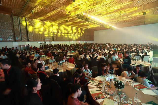 Phiên bản Diamond Lotus Riverside Special đã thu hút hơn 800 khách hàng đến tham dự