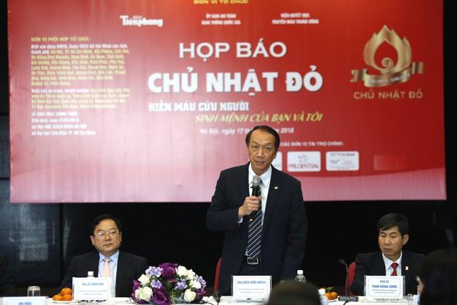 TS Bạch Quốc Khánh, Viện trưỏng Viện Huyết học - Truyền máu Trung ương chia sẻ tại buổi họp báo.