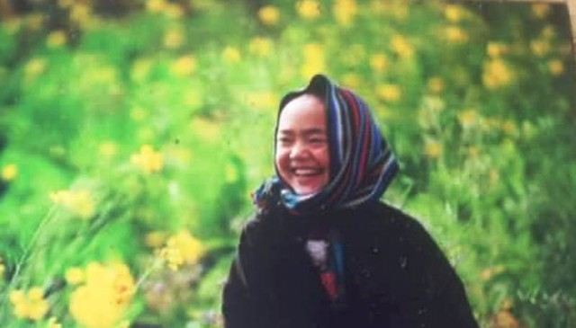 Chị Vừa Thị Hương xúc động nhận ra bé Vừ Mí Pó chính là cậu bé Mông có nụ cười tỏa nắng.