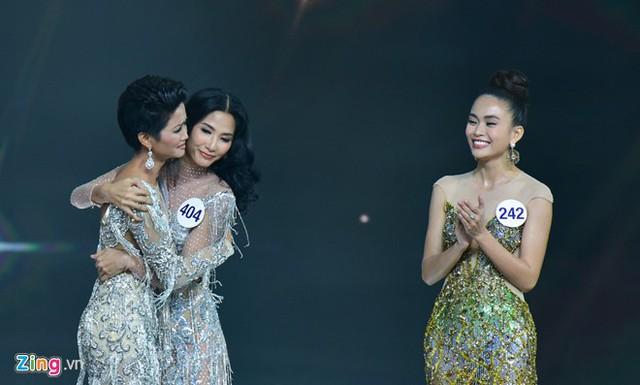 Top 3 của Hoa hậu Hoàn vũ Việt Nam 2017 là Hhen Niê, Hoàng Thùy và Mâu Thủy.