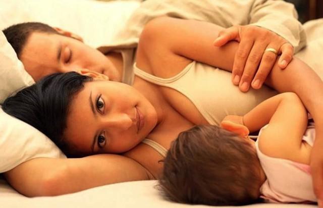 Trong khoảng 24 giờ sau khi sử dụng thuốc, khoảng 1-5% thuốc ngấm vào sữa mẹ. Ảnh: Lanacion