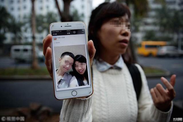 Wang đi khắp nơi để tìm kiếm bạn trai.