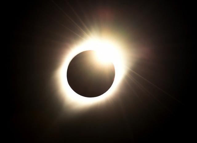 Trải nghiệm nhật thực đặc biệt nhất thế kỷ, người phụ nữ đau đớn mang thương tật suốt đời trên mắt