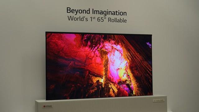 LG cho hay đây là mẫu TV đầu tiên có thể cuộn lại. Ảnh: Digital Trends.