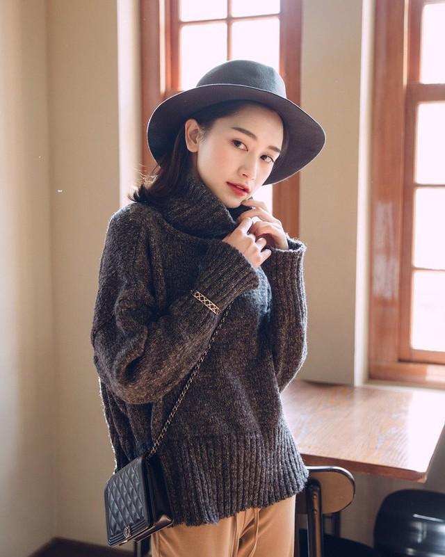 Trời lạnh thế này, thiếu gì thì thiếu chứ không thể thiếu áo len cổ lọ