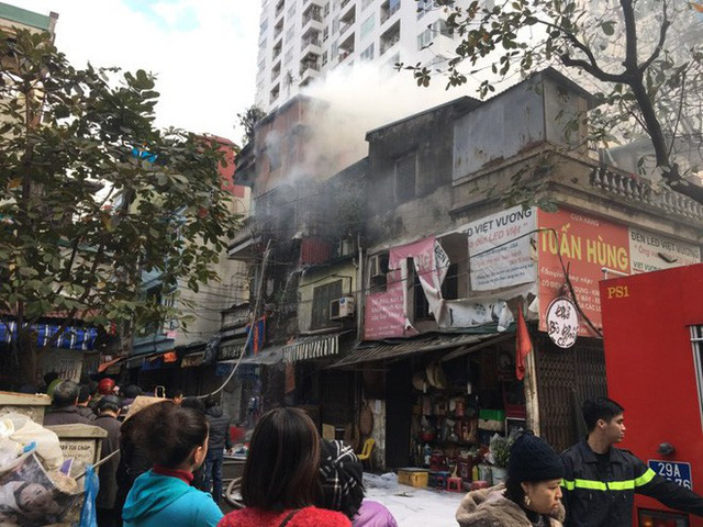 Hà Nội: Cháy nhà dân cạnh chợ Mơ nhiều người hoảng loạn
