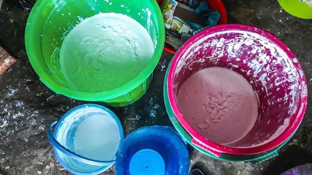 Số hóa chất dùng để trộn kem. Ảnh: Công an cung cấp