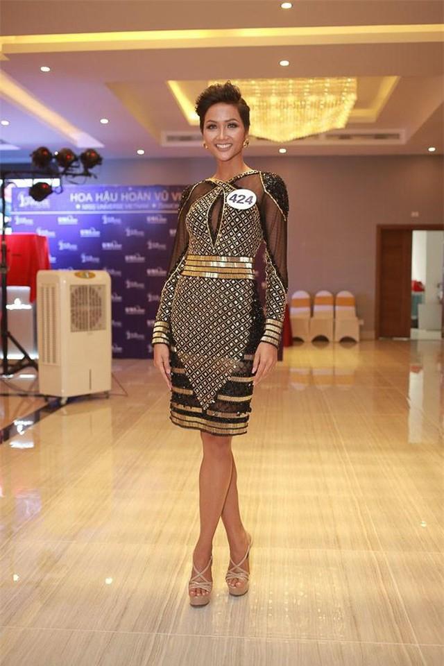Nhìn lại gu thời trang ấn tượng giúp H' hen Niê đăng quang Hoa hậu Hoàn vũ