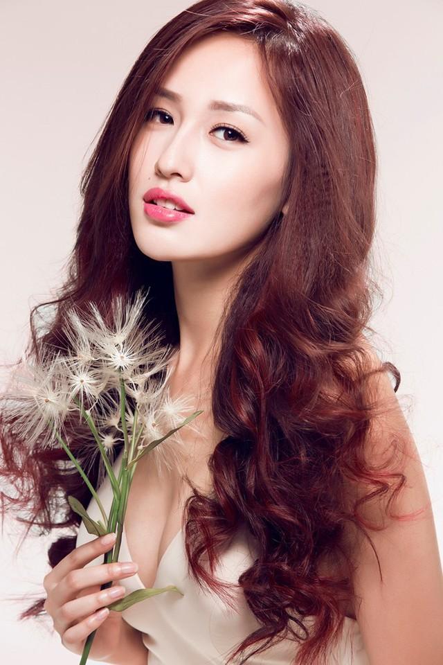 Đăng quang ngôi vị Hoa hậu Việt Nam 2006, Mai Phương Thúy được đánh giá là một trong những mỹ nhân hàng đầu của showbiz Việt.