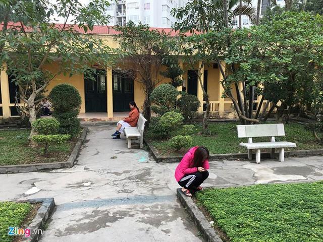 Nữ bệnh nhân đang điều trị tâm thần tại khoa Tâm thần - BV 103. Ảnh: Hà Quyên.