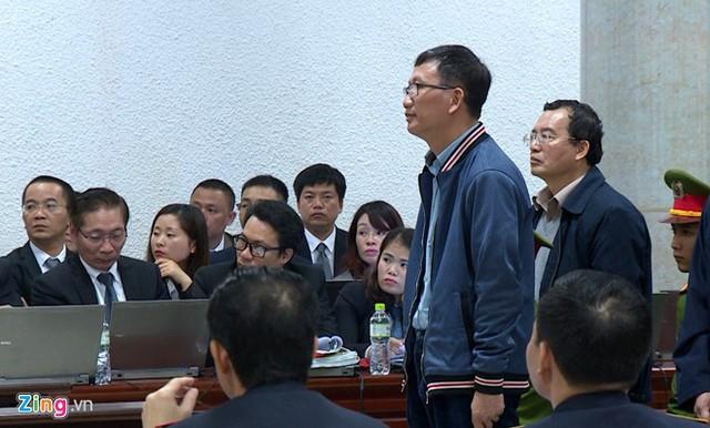 Bị cáo Trịnh Xuân Thanh (người đứng hàng đầu) bị đề nghị mức án nặng nhất trong số 22 người liên quan vụ án với mức chung thân. Ảnh: P.D.