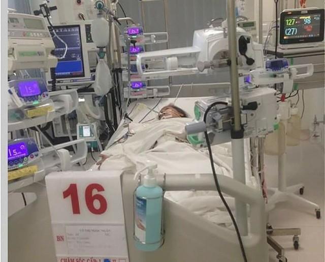 Bé N. bị sốt xuất huyết nặng khi Tết sắp đến gần.
