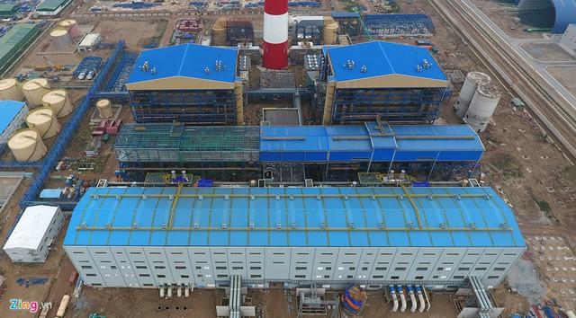 Cáo trạng truy tố các bị cáo xác định dù chưa có đánh giá về năng lực, kinh nghiệm của PVC, chưa làm các thủ tục liên quan đến việc lựa chọn nhà thầu nhưng tháng 6/2010, ông Đinh La Thăng , thời điểm đó làm Chủ tịch Hội đồng Thành viên PVN, vẫn ký Nghị quyết đồng ý về chủ trương giao Tổng công ty Xây lắp Dầu khí ( PVC) thực hiện gói thầu EPC của dự án Nhà máy nhiệt điện Thái Bình 2, theo hình thức chỉ định thầu.