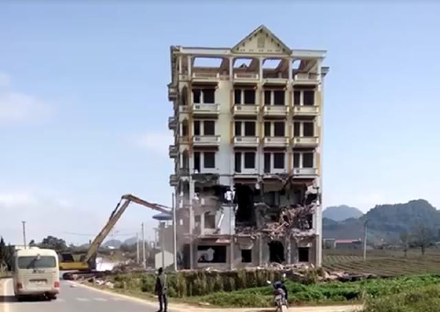 Tòa Keangnam Tây Bắc trước khi bị phá sập hoàn toàn.