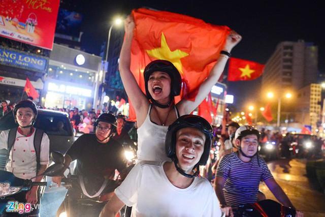 Tung 100% CSCĐ chống đua xe sau trận thắng lịch sử của U23 Việt Nam