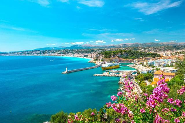 Riviera chính là điểm đến để tận hưởng kì nghĩ lễ của cặp đôi Hoàng gia Anh.