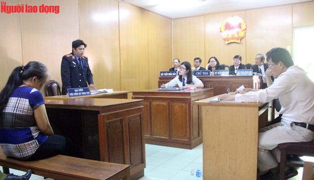 Phiên tòa xét xử bị cáo Phan Thị Kim Loan được bố trí theo mô hình mới.