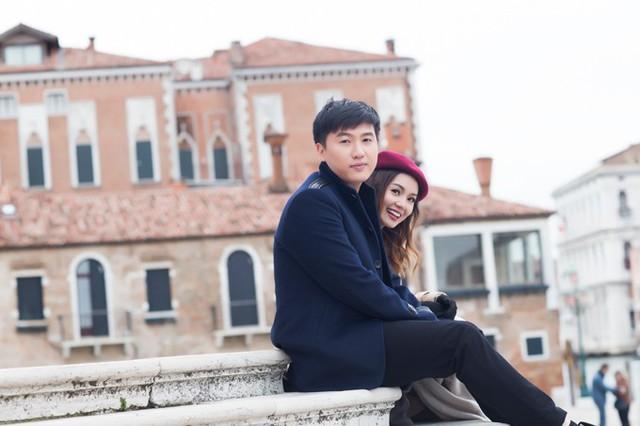 Từ khi hợp tác âm nhạc cùng nhau, Ngọc Anh và Tô Minh Đức đã vướng tin đồn tình cảm. Mặc dù không xác nhận nhưng cả hai luôn đồng hành cùng nhau trong các dự án, sự kiện. Mới đây, cặp đôi tiếp tục ra mắt sản phẩm chung, MV Bên nhau bao lâu. MV được quay tại Italy với những hình ảnh lãng mạn của hai người.