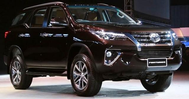 Khách muốn mua Toyota Fortuner vào thời điểm này phải chi 150 triệu đồng để mua thêm phụ kiện.