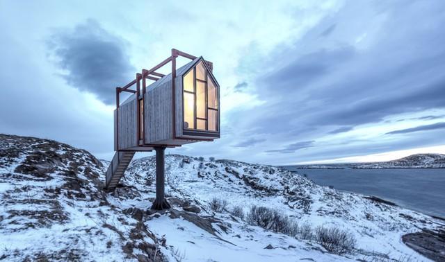 Khung cảnh tuyệt vời là yếu tố hấp dẫn nhất của Fordypningsrommet. Thiết kế của resort này cũng bổ sung hoàn hảo cho khung cảnh đầy cảm hứng giữa trời và biển.