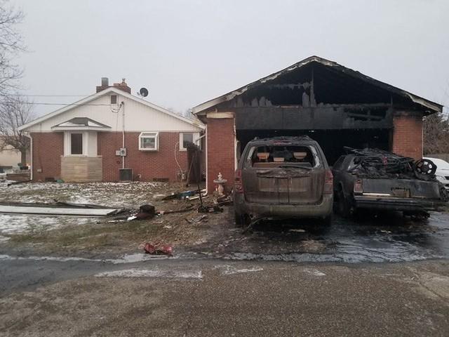 Nhà để xe của gia đình đã bị cháy. (Ảnh: Facebook)