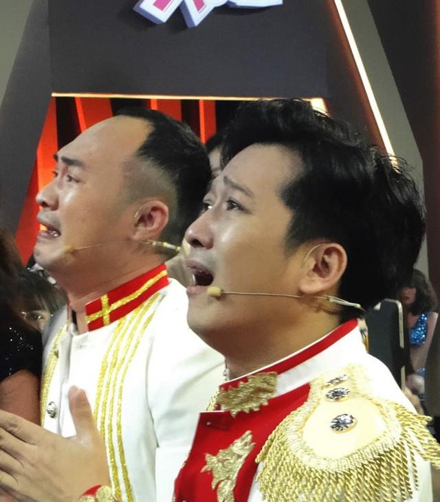 Trường Giang khóc khi đội nhà vào chung kết.