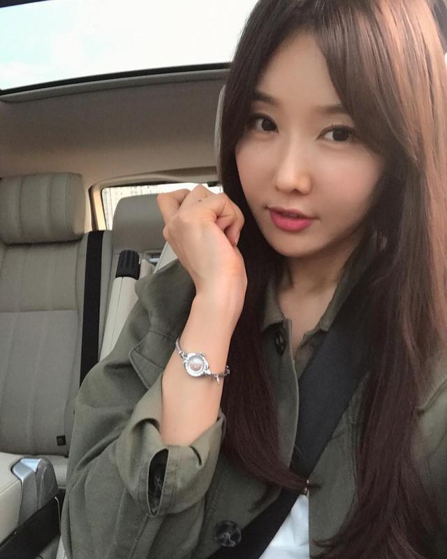 Lee Soo Jin thừa nhận cô bị nghiện mạng xã hội và thích chụp ảnh tự sướng. (Ảnh: Instagram)