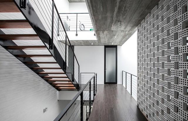Các phòng chức năng được bao quanh bởi lớp tường kính, đảm bảo tính an toàn.