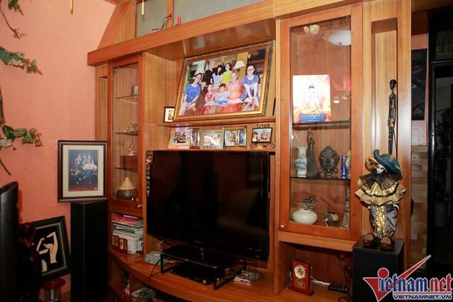 Các góc nhỏ trưng bày những vật lưu niệm và cả những bức ảnh gia đình của NSND Lan Hương