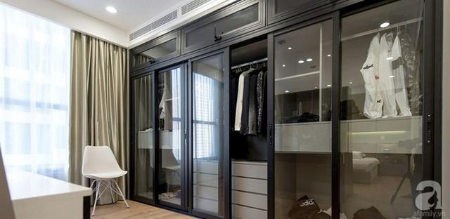 Tủ đựng đồ với cửa kính trượt giúp không gian tăng thêm vẻ đẹp hiện đại và gọn xinh.