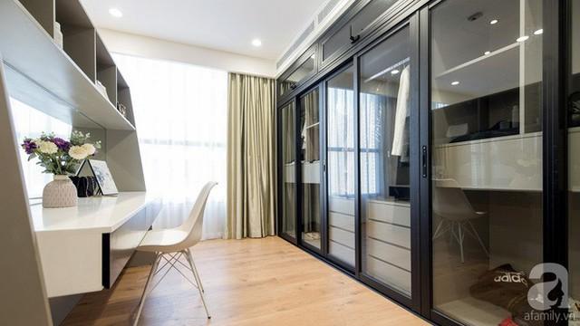 Vách ngăn vừa là nơi phân chia các khu vực chức năng vừa tạo góc làm việc tiện lợi ngay trong phòng ngủ.