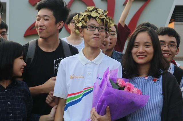 Với sự động viên từ bạn bè và thầy cô, Nhân Quyền đã tự tin đăng ký tham gia Cuộc thi Đường lên đỉnh Olympia lần thứ hai