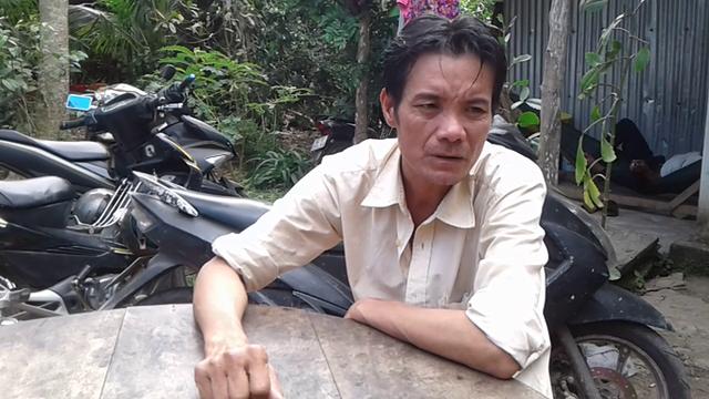 Ông Nguyễn Văn Đời kể lại thời điểm xảy ra án mạng. Ảnh: Công Tuân