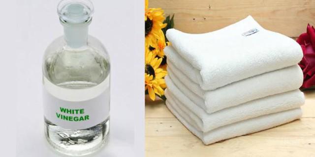 Một lưu ý nữa là bạn không nên sử dụng nước xả vải khi giặt khăn tắm bởi nó sẽ làm giảm khả năng thấm hút và lau khô của khăn tắm.
